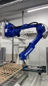 Робот для нанесения клея перед мембранным прессом
