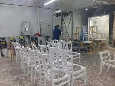 Робот для окраски стульев из массива